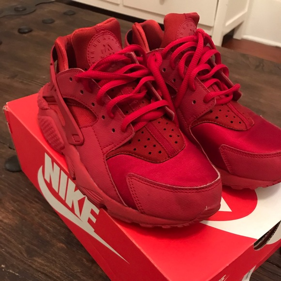 check out ea64f e979d Women's exclusive red air huarache run